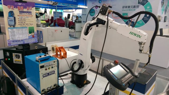 cooperated-with-lnc-to-develop-the-co2-mig-robotic-arm